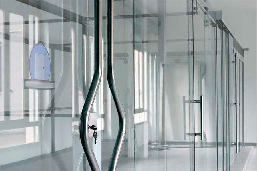 Стеклянные двери всегда очень стильные. Но в какую сторону они открываются?